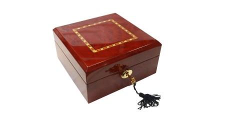 GC02-LG4-06HZX Fényes mahagóni színű díszített fa óratartó doboz 6 db órához